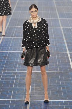 dotted pearls @ Chanel Spring 2013 #PFW Paris #Fashion Week