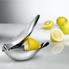 Lemon squeezer. Refreshing design: Powerful juice extractor. Elegant server.