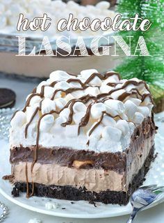 Hot Chocolate Lasagna - no bake layered dessert with Oreo crust, hot chocolate cheesecake mousse layer, chocolate pudding, whipped cream and mini marshmallows. What a fun treat at your holiday festivities! # Desserts for kids Hot Chocolate Lasagna Layered Desserts, Köstliche Desserts, Delicious Desserts, Yummy Food, Health Desserts, Desserts With Oreos, Food Deserts, Italian Desserts, Sweet Desserts