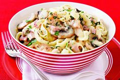 15 Pasta Recipes You Must Try - Creamy chicken and mushroom fettuccine Fettuccine Recipes, Pasta Recipes, Chicken Recipes, Cooking Recipes, Chicken Fettuccine, Chicken Pasta, Chicken Bacon, Dinner Recipes, Mushroom Chicken