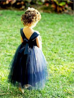 Daminha com vestido azul de tule! Simplesmente maravilhoso!