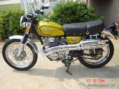1972 Honda CL don't they make these anymore? My Honda was like this one except red. Classic Honda Motorcycles, Honda Bikes, Honda Cb, Vintage Motorcycles, Honda Cycles, Motorcycle Baby, Womens Motorcycle Helmets, Motorcycle Design, Retro Motorcycle