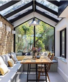 Inspire yourself with great ideas for the home in seconds. Exclusively curated from talented interior designers. The future of interior design. Decor Interior Design, Interior Decorating, Sunroom Decorating, Sunroom Ideas, Diy Decorating, Porch Ideas, Patio Ideas, Deco Design, Home Decor Bedroom
