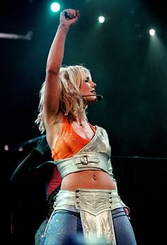 Oops tour Britney Spears Young, Britney Jean, Baby One More Time, American Singers, Pretty Girls, My Idol, Style Icons, Pop Culture, My Photos