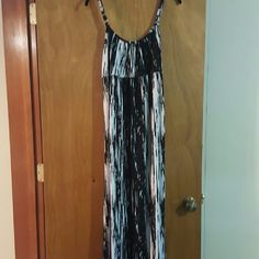 Beautiful Black and White Maxi Summer Dress Excellent condition Apostrophe Dresses Maxi