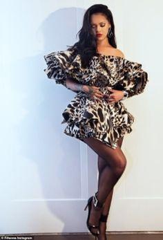 Rihanna Makes A Glam Statement For Beyonce And Jay-Z's Oscar Party Estilo Rihanna, Rihanna Riri, Rihanna Style, Rihanna Fashion, Rihanna 2014, Fashion Models, Fashion Trends, Rihanna Outfits, Rihanna Photos