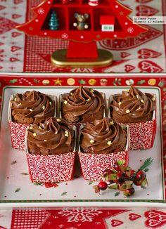 Receta de cupcakes de chocolate y miel navideños. Con fotos paso a paso, consejos y sugerencias de degustación. Recetas de dulces de Navidad....