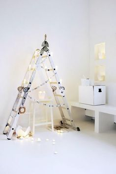 so nice, delicate and so industrial at the same time! Loving this #Christmastree idea!