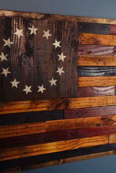 A perfect gift for the Patriot or Veteran in your life. This rustic American flag is handmade using 80 year old reclaimed barnwood. The Betsy Ross flag is an early design of the flag of the United Sta Home Decor Sites, Home Decor Catalogs, Home Decor Online, Home Decor Store, Cheap Home Decor, Diy Home Decor, Cowboy Home Decor, Safari Home Decor, Barn Wood Crafts