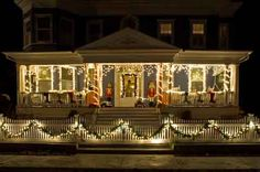 70 Awesome Farmhouse Style Exterior Christmas Lights Decorations - Page 61 of 71 - Afifah Interior Exterior Christmas Lights, Christmas Lights Outside, Christmas House Lights, Hanging Christmas Lights, Christmas Light Displays, Xmas Lights, Decorating With Christmas Lights, Christmas Porch, Outdoor Christmas Decorations
