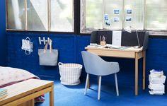 01c24b0ca88b9e Bureau Skil, idéal pour travailler chez soi, sa bordure en feutre  délimitera en douceur votre espace de travail. Chaise Callahan, confort et  design