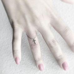 Want to get a tattoo? 18 beautiful delicate and small tattoos . 18 lindas tatuagens delicadas e pequenas para te inspirar… Want to get a tattoo? 18 beautiful little delicate tattoos to inspire you – Me Total - Delicate Tattoo, Dainty Tattoos, Mini Tattoos, Trendy Tattoos, New Tattoos, Small Tattoos, Tattoos For Women, Body Art Tattoos, Tatoos