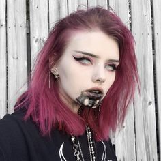 Pastel Hair, Pink Hair, Cool Makeup Looks, Creative Eye Makeup, Grunge Hair, Makeup Tumblr, Aesthetic People, Dark Makeup, Light Hair