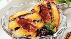 Grilled Peaches with Blackberry Sauce. Grilled peaches are seriously the most delicious dessert ever. Best Gluten Free Desserts, Delicious Desserts, Yummy Food, Bbq Deserts, Dessert Drinks, Dessert Recipes, Blackberry Sauce, Grilled Peaches, Exotic Food