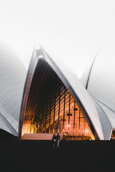 An extensive city guide to Sydney, Australia! it includes everything you want to see and do when visiting this amazing versatile city. Sydney Australia, Australia Travel, Victoria Australia, Western Australia, Date Ideas Sydney, Australia Pictures, Best Honeymoon Destinations, Packing, Travel Pictures