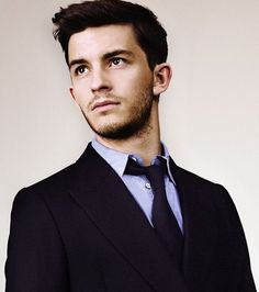 Long after every one else, Pete and I have caught up with the TV drama Broadchurch. The cute, slightly over-eagre journalist is played by Jonathan Bailey. He's very talented...