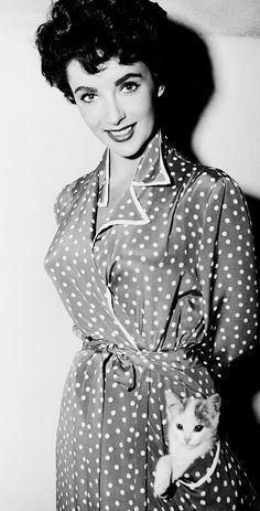 Lovely wrap around spotty frock with handy roomy pocket. Elizabeth Taylor, 1953