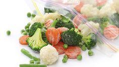 Evite o desperdício e congele os seus legumes! É uma excelente alternativa para guardar esses alimentos por mais tempo e manter os seus nutrientes! #dicas #truques #cozinha #congelar #alimentos #legumes #verduras #comida