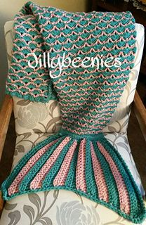 LOVE this Mermaid Tail Blanket - it's made with v-stiches and shell stitches, and then finished off with simple double crochet stitches Mermaid Tail Blanket Pattern, Crochet Mermaid Blanket, Crochet Mermaid Tail, Mermaid Tails, Mermaid Blankets, Mermaid Mermaid, Vintage Mermaid, Mermaid Afghan, Crochet For Kids