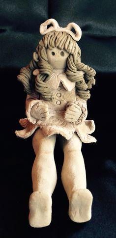 Bambolina di vari tipi di argilla