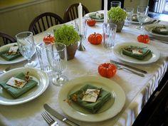 Decoración de mesas estilo minimalista para Thanksgiving, encuentra más ideas en http://www.1001consejos.com/decoracion-de-mesas-para-thanksgiving