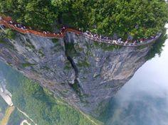 China opens a terrifying glass walkway along the side of Tianmen mountain