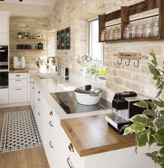 Kitchen Remodel Ideas - Browse our kitchen renovation gallery with traditional to modern to beachy kitchen design inspiration. Farmhouse Style Kitchen, Modern Farmhouse Kitchens, Rustic Kitchen, New Kitchen, Cool Kitchens, Kitchen White, Country Farmhouse, Kitchen Small, Farmhouse Decor