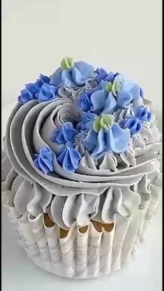 Cupcake Decorating Tips, Cake Decorating Piping, Birthday Cake Decorating, Cookie Decorating, Cupcake Ideas, Buttercream Cupcakes, Cupcake Icing, Cupcake Cakes, Frosting