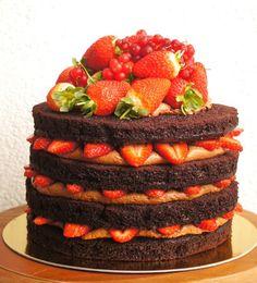 Naked Cake é a nova tendência em bolos para festas e casamento....  A ideia é inspiradas nos bolos sem coberturas , apenas decorados com...