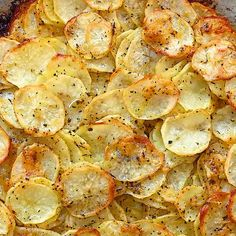 These thinly-sliced potatoes seasoned with Italian herbs and Parmesan are golden and crispy on top, and soft on the inside. This simple Sliced Potato Cake is full of flavor, filling, and easy to make. Cooktoria for more deliciousness! Potato Dishes, Potato Recipes, Chicken Recipes, Vegetable Dishes, Vegetable Recipes, Hash Brown Patties, Sliced Potatoes, Parmesan Potatoes, Seasoned Potatoes