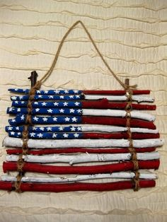 Put your patriotic spirit on with creative of July crafts! These inspiring patriotic craft ideas are easy red- white-and-blue ! :) To start, transform your table into a patriotic display, . Patriotic Crafts, July Crafts, Summer Crafts, Holiday Crafts, Crafts For Kids, Arts And Crafts, Kids Diy, Patriotic Party, Patriotic Wreath