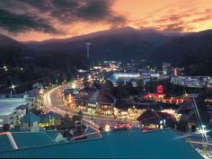 What can you do in Gatlinburg when the sun goes down? Here are some of our favorite things to do in Gatlinburg at night:
