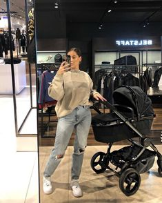 Cute Family, Baby Family, Family Goals, Pregnancy Outfits, Baby Outfits, Future Mom, Stylish Maternity, Cute Baby Pictures, Mom And Baby