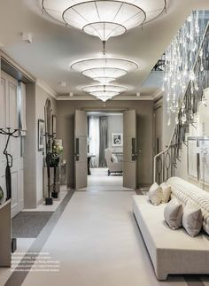 Luxury house in London designed by interior designer Kelly Hoppen Kelly Hoppen Interiors Luxury house in London designed by interior designer Kelly Hoppen Luxury Homes In London, Luxury Homes Interior, Best Interior, Interior Design Minimalist, Decor Interior Design, Interior Decorating, Interior Livingroom, Design Bedroom, Decorating Tips