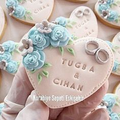 Tuğba & Cihan Iletisim: You can get information from whatsap 05396505182 or Direct message. Wedding Cupcakes Fondant, Cupcake Wedding Favors, Wedding Cake Cookies, Fondant Cookies, Cookies Decorados, Galletas Cookies, Easter Cookies, Cupcake Toppers, Cupcake Cakes