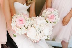 Blush and Gold wedding Decor / Blush and Gold Wedding flowers / hydrangeas, garden roses, roses, peonies, babys breath / bouquets
