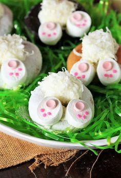 Easter Bunny Butt Doughnuts: Step-by-Step – Lou Lou Girls Fabulous Party Main Page – Home Recippe Chocolate Candy Melts, Melting Chocolate, Easter Dinner, Easter Brunch, White Almond Bark, Lemon Mousse, Baked Banana, Lemon Desserts, Dessert Recipes