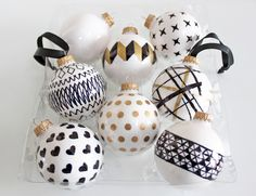 AM Dolce Vita: DIY Handpainted Holiday Ball Ornaments, DIY ball ornaments, black white and gold Christmas tree