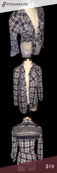 Aeropostale plaid button down shirt New with tags! This shirt can be worn many different ways and is perfect for fall! Aeropostale Tops Button Down Shirts