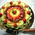 Crostata di frutta fresca con pioggia di cioccolato bianco