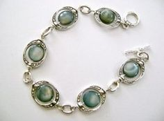 Enchanting Blue-Eyed Bracelet...From ALLFREEJEWELRYMAKING...free DIY patterns for all types of jewelry.