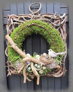 Jan's Page of Awesomeness! Easter Wreaths, Holiday Wreaths, Picture Wreath, Memorial Flowers, Diy Ostern, Deco Originale, Easter Flowers, Spring Crafts, Summer Wreath
