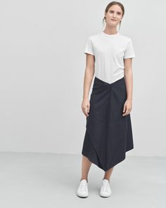 Front Runner Skirt Navy | Simple white t-shirt by Filippa K | Minimalist casual wear | Capsule wardrobe | Slow fashion | Simple style | Minimalist style