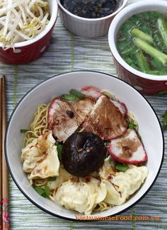 Dried Egg Noodle with Wonton Recipe (Mì Hoành Thánh Khô) – Dried Egg Noodl… – Apocalypse Now And Then Vietnamese Cuisine, Vietnamese Recipes, Vietnamese Noodle, Vietnamese Restaurant, Wonton Noodles, Egg Noodles, Asian Noodles, Wonton Recipes, Noodle Recipes
