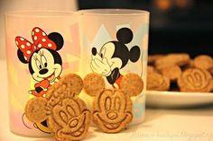 Mickeyho skořicové sušenky (od 1 roku) | Máma v kuchyni Crinkles, Gingerbread Cookies, Dog Food Recipes, Cereal, Sweets, Mugs, Cooking, Breakfast, Tableware