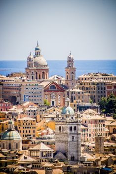 Colorful mediterran city by the sea | Flickr - Photo Sharing! - Genova by Thomas Fodor