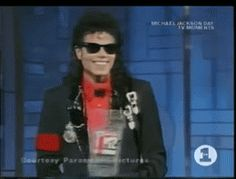 Oh this was nice. Michael went there to present Eddie with an award, then they gave him one as well. It was all a surpirse I think. Watch it on youtube ^_^