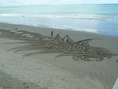 Google Image Result for http://2.bp.blogspot.com/_gfXupHOEhH0/S_eXk6dD_wI/AAAAAAAARUg/wwNNAyIz2fc/s640/sand-art-4.jpg