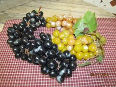 Vintage Assortment Lot of Artificial Rubber Grapes Large Bunches Green Purple…
