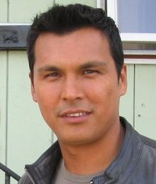 Adam Beach, an Anishinaabe member of the Saulteaux tribe of Dog Creek Lake Reserve in Manitoba, Canada is perhaps the most visible and sought-after young Native American actor working in Hollywood today. Native American Actors, Native American History, Native American Indians, Adam Beach, Native Indian, Red Indian, Native Art, Nicolas Cage, Viajes